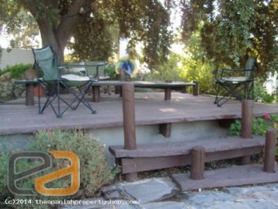 ea_Decking_Area_Under_THe_Grand_Oak_Tree_Above_The