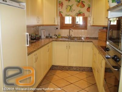 ea_Kitchen_With_Cream_Units_Granite_Worktops_And_P